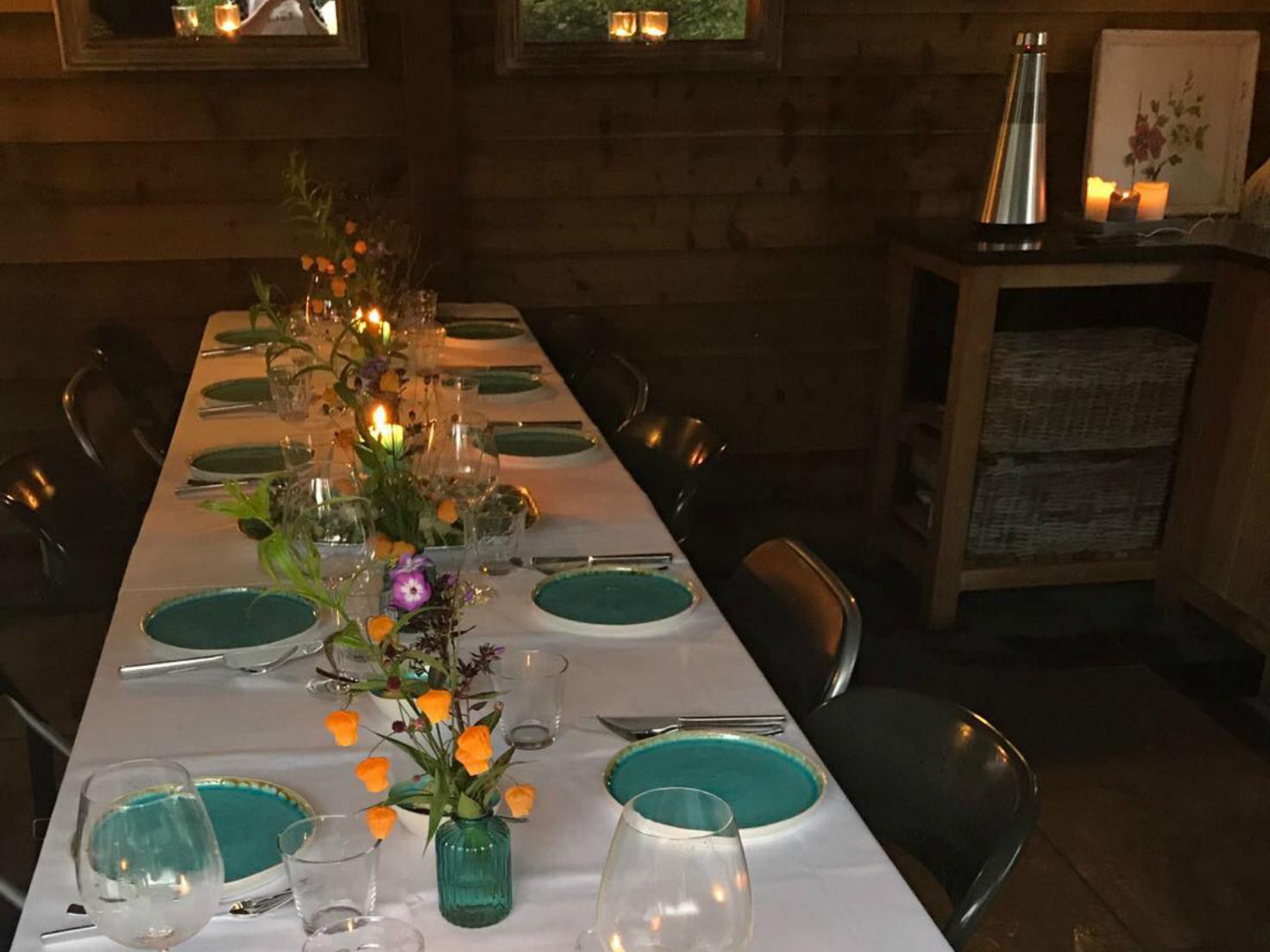 Diner, helemaal klaar om de gasten te ontvangen,
